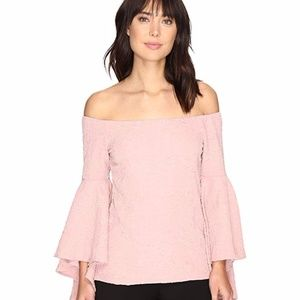 ROMEO & JULIET COUTURE Long Ruffle Sleeve Top